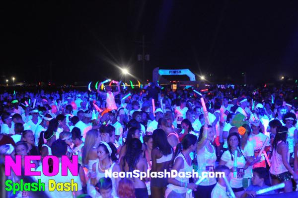Neon Splash Dash Race