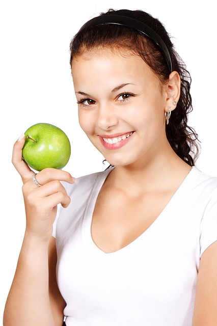 woman eating a green apple
