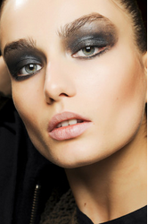 makeup trends metallic eye shadow