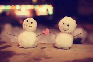 snowmen couple love during the holiday season