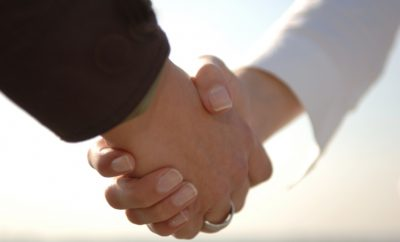 women shaking hands advice on meeting people