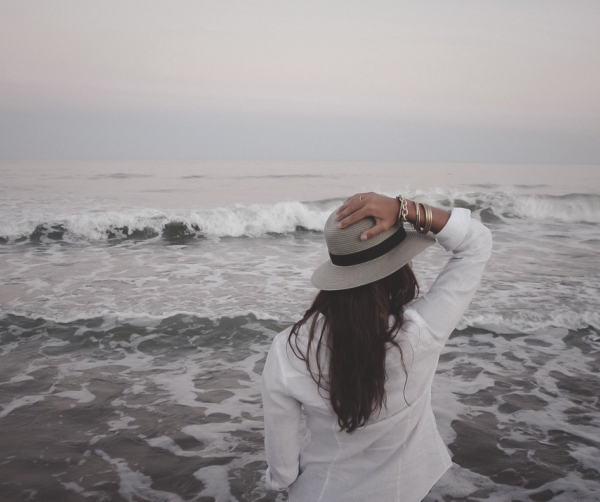 woman traveling alone at the ocean