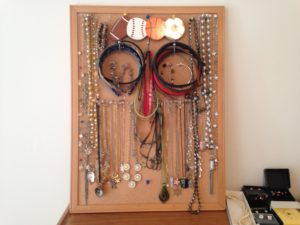 jewelry organization hacks